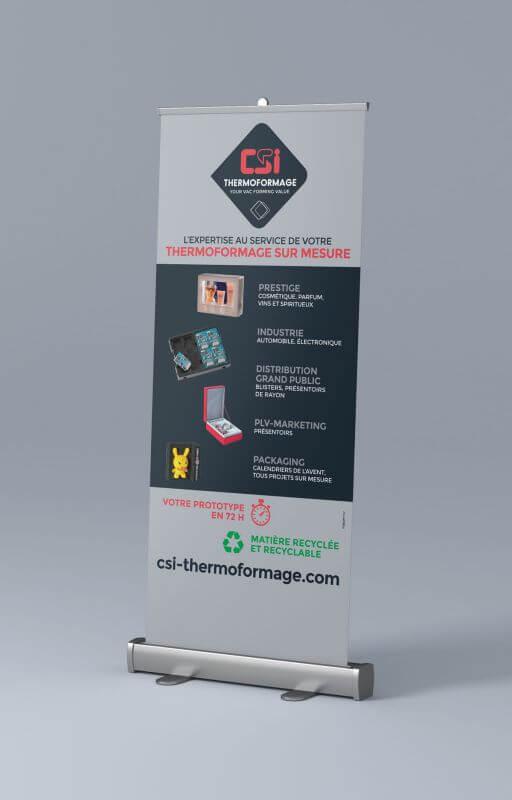 Le nouveau logo a été déployé sur un roll-up réalisé par Kagency